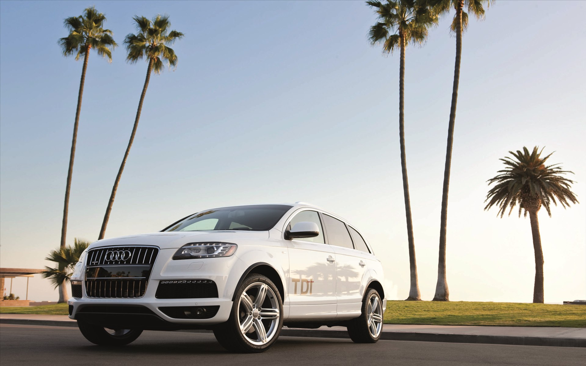 Top Audi Q7 Photos and Pictures, Audi Q7 High Quality Wallpapers
