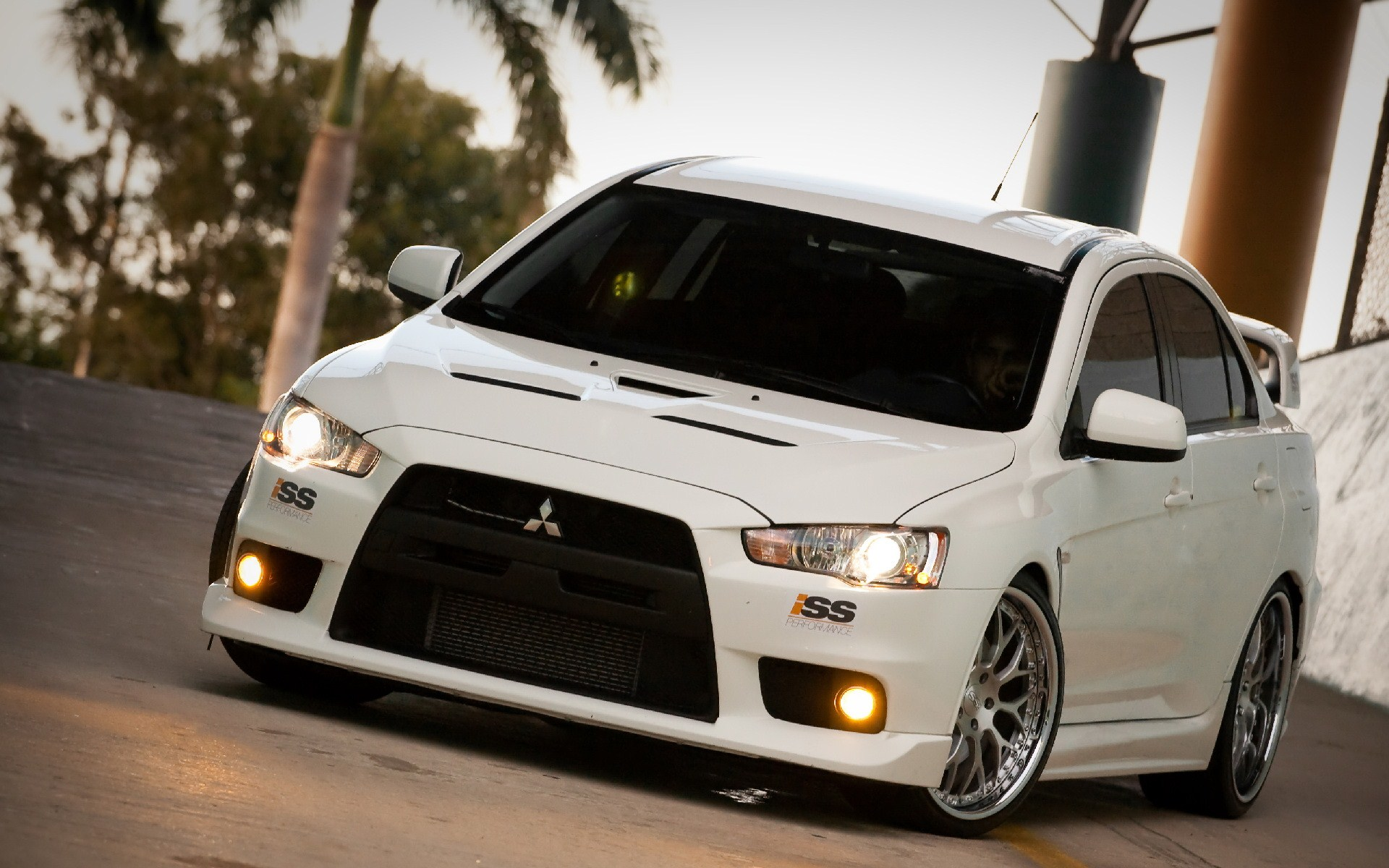 Awesome Mitsubishi Lancer Pics | Mitsubishi Lancer Wallpapers