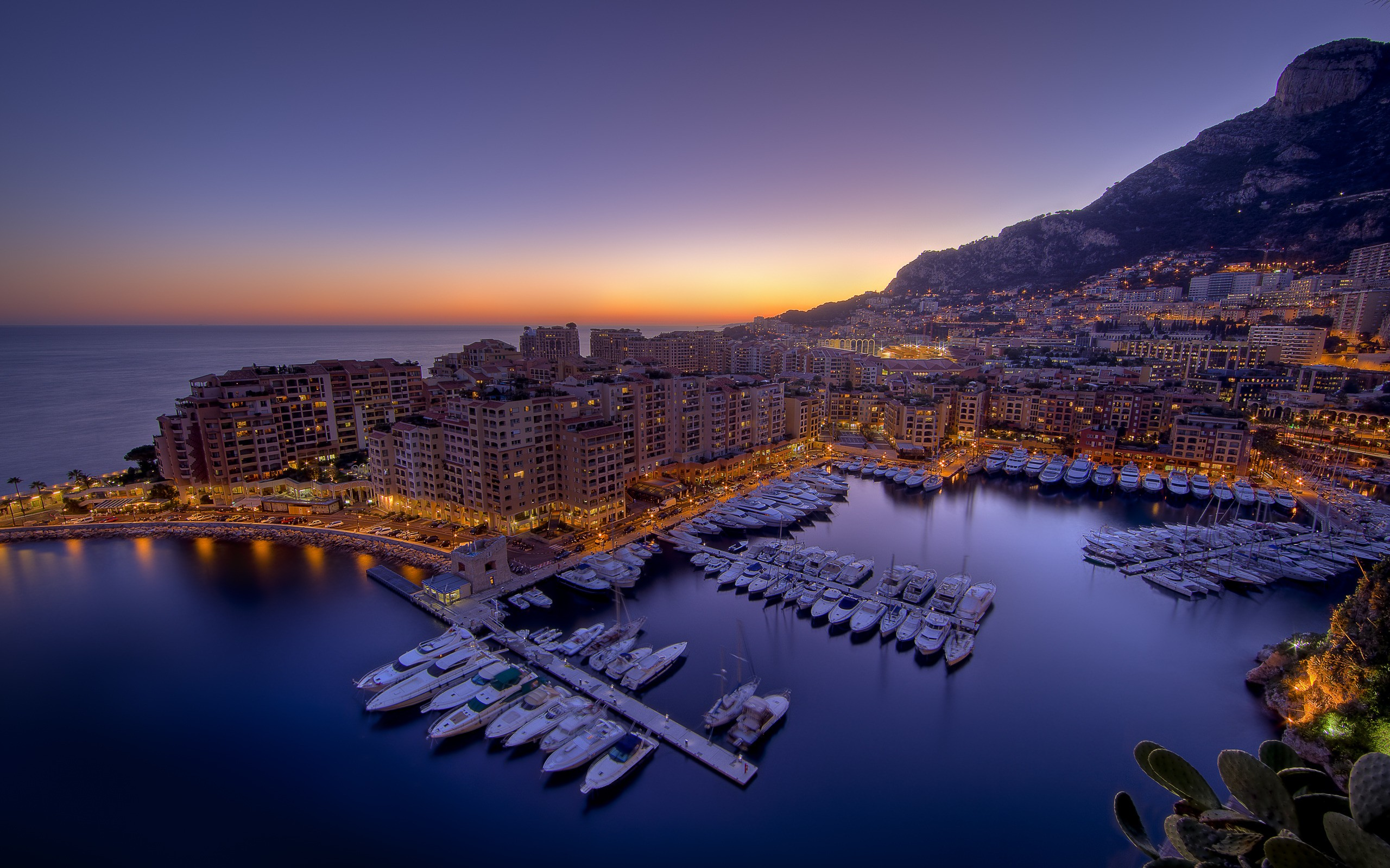 13/09/2015 - 2560x1600 Monaco Desktop Wallpapers