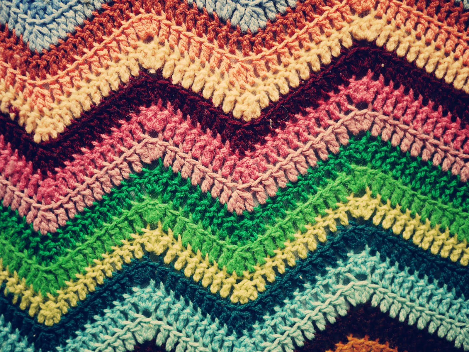 Crochet Wallpaper by Mara Junge PC.29-QRX